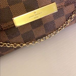 Bags - Louis Vuitton purse